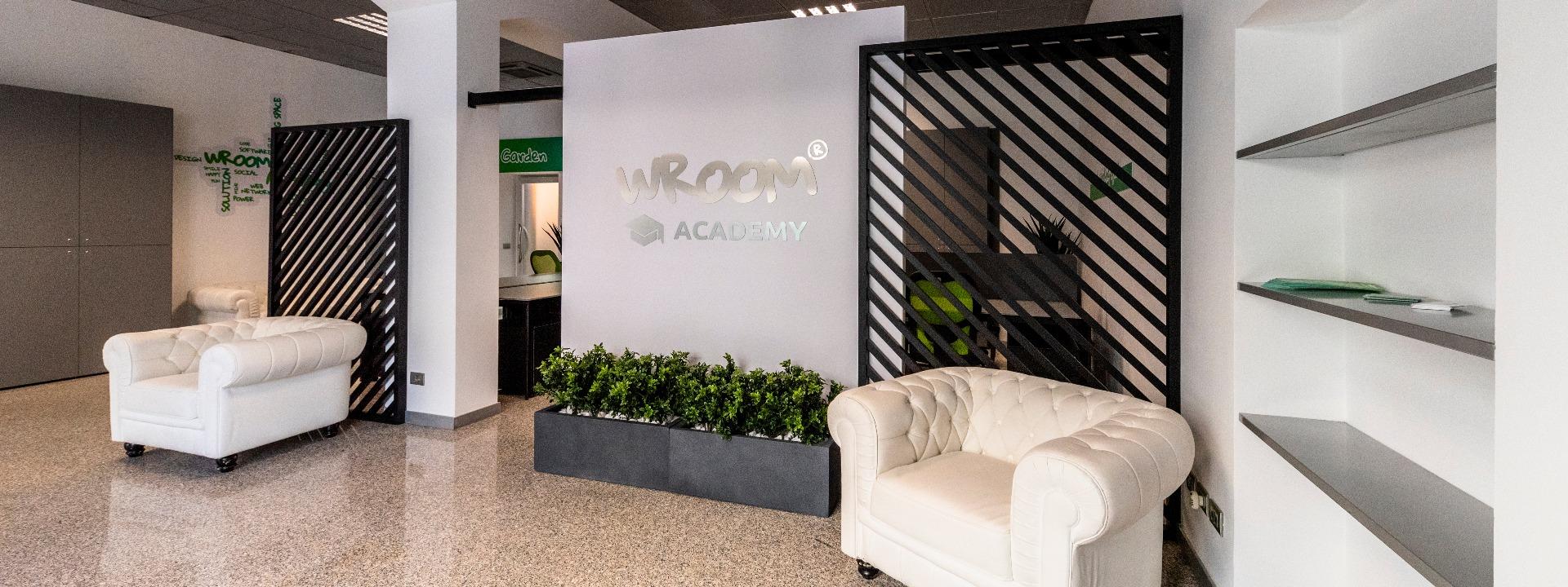 Strategie di comunicazione e digital marketing: Wroom Academy: un ambiente dove condividere esperienze, progetti, innovazione e formazione verso un futuro di sostenibilità.